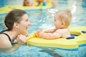 activité sport bébé nageur piscine